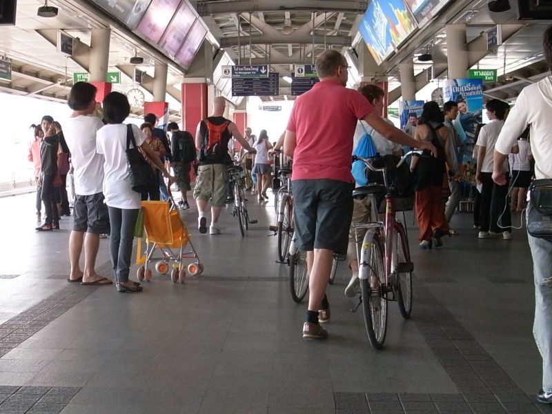 http://blog.maipenrai.info/photo_lib/p2011/bicycle_bts_201101.jpg