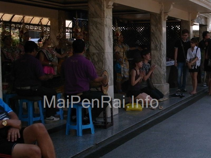 http://blog.maipenrai.info/photo_lib/p2012/erawan-5.jpg